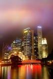 城市五颜六色的晚上 免版税图库摄影