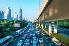 城市交通在早晨 免版税图库摄影