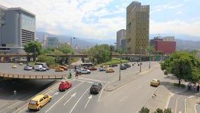 城市交通在麦德林在Alpujarra广场区域  股票视频