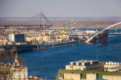 城市伟大的河蓝色桥梁建筑 库存照片