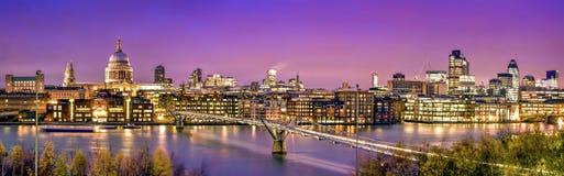 城市伦敦微明 图库摄影