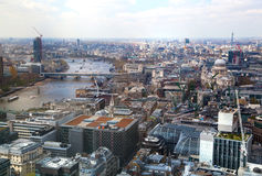 城市伦敦视图 从伦敦的摩天大楼32地板的全景  库存照片