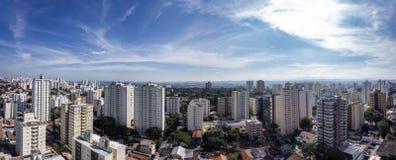 城市佐尾Jose Dos坎波斯, SP/巴西,下午全景照片的 免版税库存图片