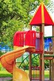 城市儿童的游乐场在公园 免版税库存图片