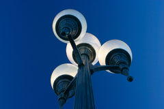 城市光被对立的街道 免版税库存照片