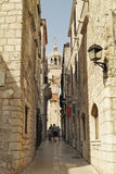 城市克罗地亚入口给korcula主要老装门到城镇 库存照片