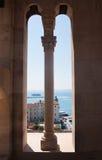城市克罗地亚港口分开的视图 免版税库存图片