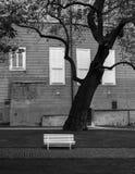 城市克里姆林宫横向晚上被反射的河 黑色白色 免版税库存图片