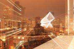 城市克里姆林宫横向晚上被反射的河 免版税库存图片