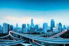 城市全景高速公路的天桥 免版税库存照片