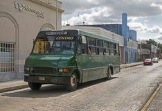 城市公共汽车在梅里达,尤加坦墨西哥 图库摄影