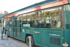 城市公共汽车在神户KITANO IJINKAN-GAI,日本 免版税库存照片