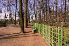 城市公园在早期的春天 免版税库存图片