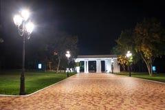 城市公园在晚上 免版税图库摄影