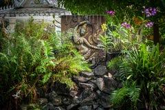 城市公园的佛教徒雕刻和塔 老挝万象 库存图片
