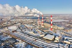 城市冬天季节的能源厂 秋明州 俄国 免版税图库摄影