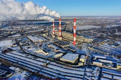 城市冬天季节的能源厂 秋明州 俄国 库存图片