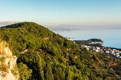 城市分裂海岸线从Marjan小山的 库存照片