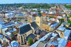城市利沃夫州俯视图的看法 免版税库存图片