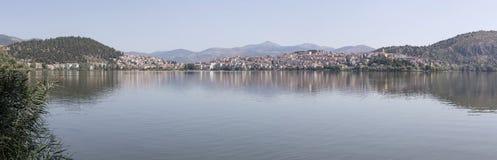城市卡斯托里亚希腊的看法 免版税库存图片