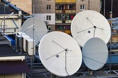 城市卫星盘 免版税库存照片