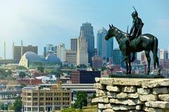 城市印第安堪萨斯侦察员雕象 免版税库存照片