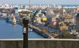 城市双筒望远镜 免版税库存照片