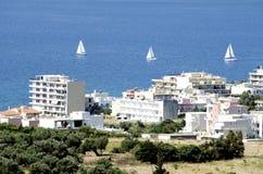 城市和三条风船 免版税图库摄影