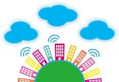 城市和云彩 免版税库存照片