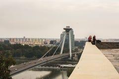 城市和多瑙河的全景,从布拉索夫城堡 库存图片
