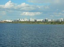 城市和水 免版税库存图片