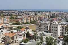 城市和海全景鸟瞰图有蓝天的在帕福斯,塞浦路斯 库存图片