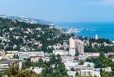 城市和海的看法在雅尔塔 免版税库存图片