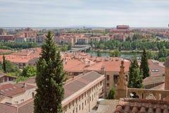 城市和Tormes河 库存图片