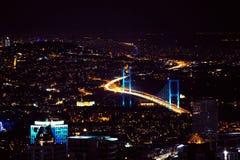 城市在伊斯坦布尔点燃,土耳其街市  摩纳哥.night全景 免版税库存图片