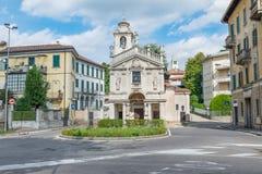 城市在意大利北部 美丽如画的区域在瓦雷泽的中心 图库摄影