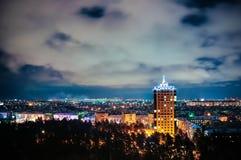 城市在晚上,全景场面 免版税库存图片