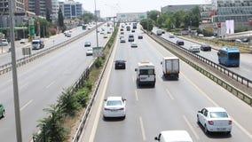 城市在现代城市高速公路的汽车通行 影视素材