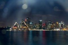 城市地平线歌剧院在晚上 库存图片