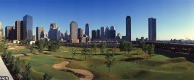 城市地平线的全景从地铁高尔夫球伊利诺伊中心的, IL 图库摄影