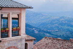 从城市地平线的高度的美丽的景色 图库摄影
