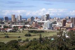 城市地平线高尔夫球场和赛马跑道 库存照片