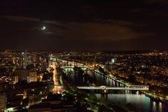 城市埃菲尔晚上巴黎地平线塔视图 库存图片