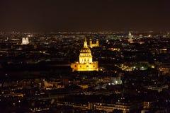 城市埃菲尔晚上巴黎地平线塔视图 免版税库存照片