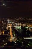 城市埃菲尔晚上巴黎地平线塔视图 免版税库存图片