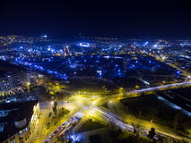 城市塞萨罗尼基在晚上,希腊鸟瞰图  库存图片