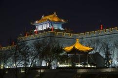 城市墙壁在晚上 免版税库存照片