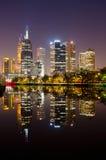 城市墨尔本理想的反映地平线 库存图片