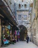 城市外部耶路撒冷尖塔老墙壁 免版税图库摄影