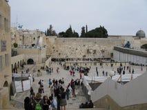 城市外部耶路撒冷尖塔老墙壁 免版税库存图片
